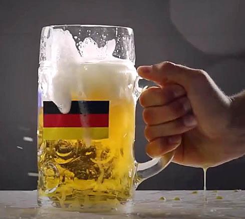 bier schl gt cocktail virales video zum halbfinale deutschland gegen brasilien. Black Bedroom Furniture Sets. Home Design Ideas